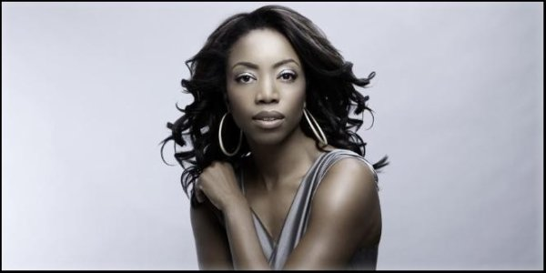 Cmed | Heather Headley récurrente