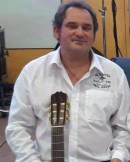 Jean luc guitariste de l'Orchestre Eric André