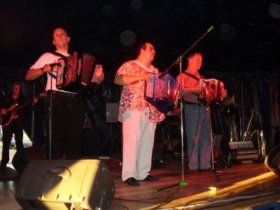 jo Sony au gala d'accordeon 2008 DE SAINTE CROIX et ses nombreux instruments de musique( A droite )