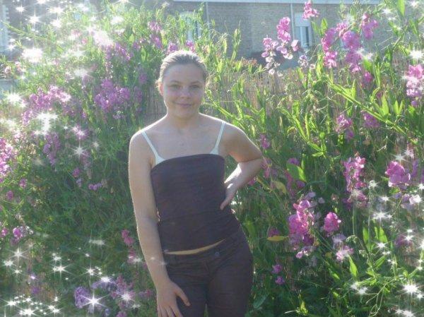 moi dans mon jardin