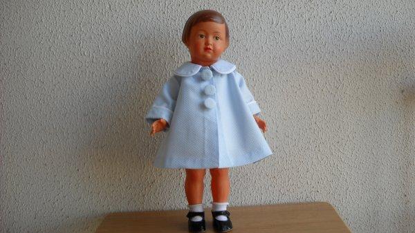 Françoise en manteau d'été.