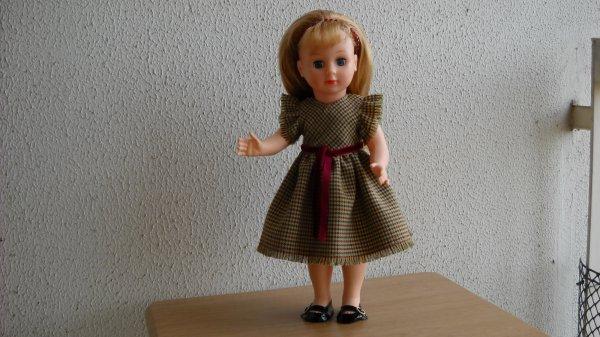 Une robe en lainage exquis.