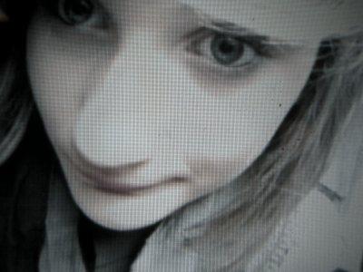 Et si jαmαis tu m'oublies, je m'accrocherais à nos souvenirs en espérαnt que tu me reviennes.