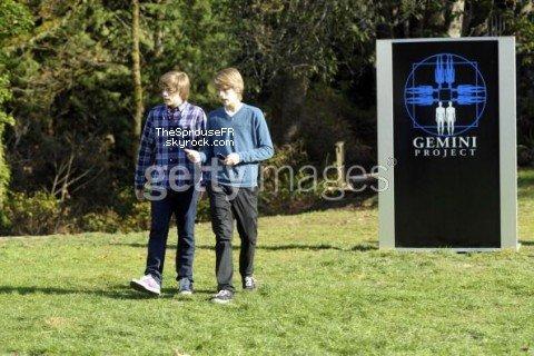 """♦ Nouvelles photos (4/5) du tournage de """"Suite Life on Deck Movie"""" ♦"""