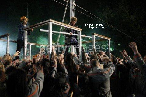"""♦ Nouvelles photos (5/5) du tournage de """"Suite Life on Deck Movie"""" ♦"""