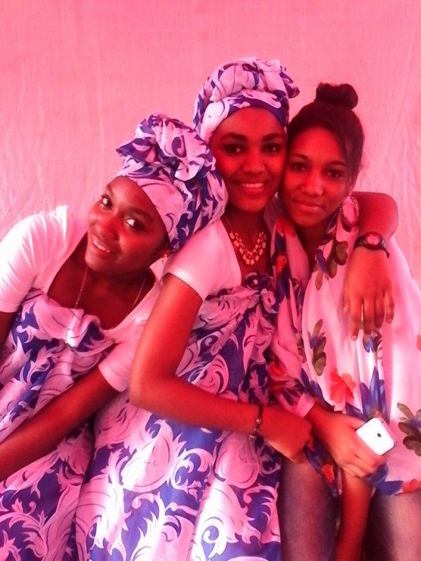 moi , ma demi soeur et ma cousine