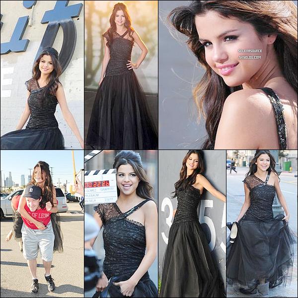 .12 février : Selena Gomez sur le tournage de son prochain clip, une chanson inédite  : « Who Says » Hum, quelle originalité, encore une longue robe, ça me fait pensé à « A year without rain » ... dommage !ys »