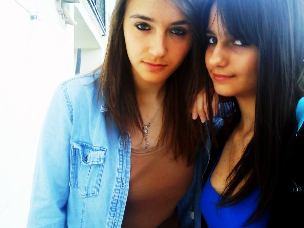 Avoir une meilleure amie c'est une soeur que la vie a oublié de nous donner, et cette meilleure amie c'est toi..♥