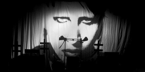 • ‡ La tournée Hey Cruel World Tour terminée ‡ •