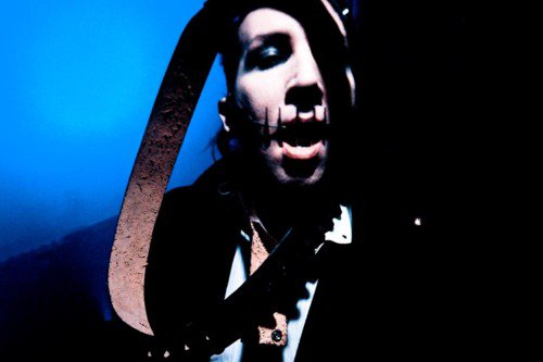 --> Nouvelles photos de Marilyn Manson sur son site Officiel <--