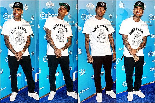 - • 20 octobre : Chris Brown faisant le mariole, étais à la fête de lancement de Queebey à Beverly Hills. Top ? -