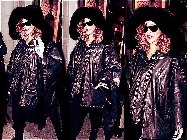 19.12  Rihanna fait des achats de Noël à Londres