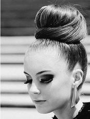 Tuto coiffure : comment fair un chignon avec un donuts