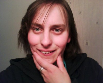 cé moi avec ma coifure k jé crée ya pa longtemp :-) vous m trouvé komment sur mé foto ? moi perso jaim tro ;-)