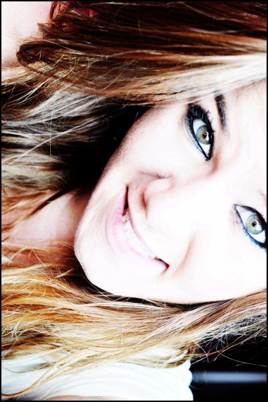 On dit d'elle qu'elle est heureuse,mais certainement pas comblée,qu'elle serais un peu trop capricieuse,un cadeau empoisonnée..