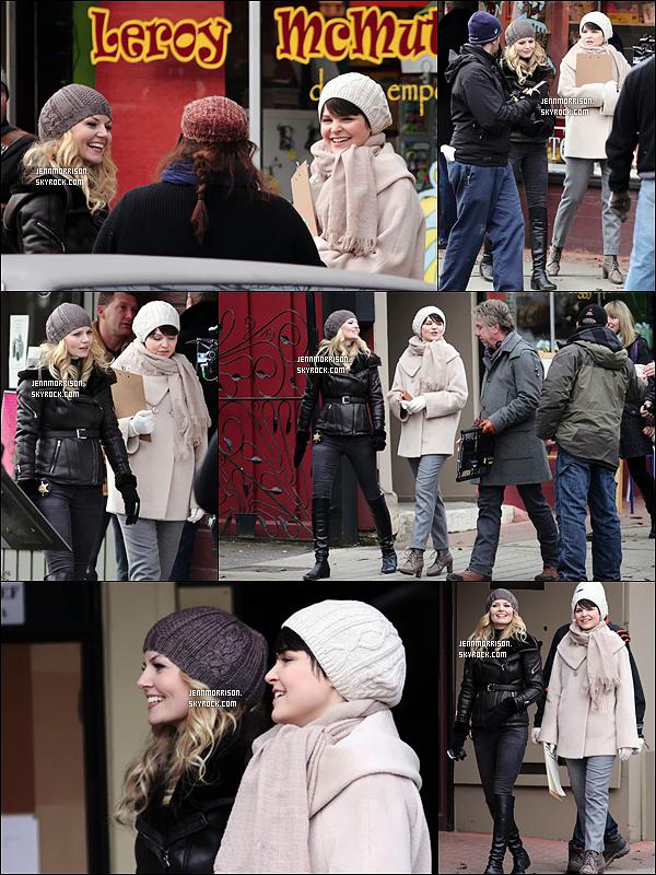 14/12/11 : J. et sa co-star, Ginnifer étaient sur le tournage de Once Upon a Time à Vancouver (Canada).