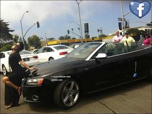 """_______________________________________________________________________ 19 juillet 2011 : Vanessa à recemment postée sur son facebook, la photo d'elle posant devant sa voiture. Avec un petit message : """" Ahhhhhh!!!! Voici Lola ... Ma nouvelle voiture et je suis amoureuse !!! ;-) """" _______________________________________________________________________"""