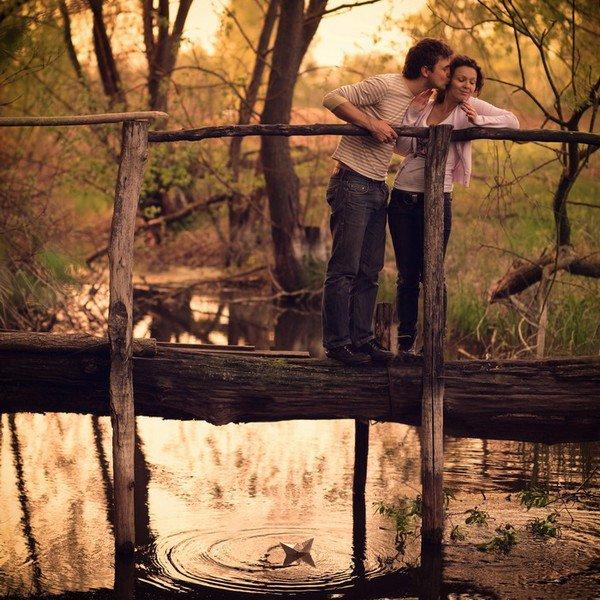 """""""Tout nous échappe sans cesse, même les êtres qu'on aime. Mais reste la certitude que certains moments ont été ce qu'on appelle le bonheur."""""""