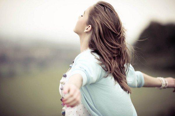"""""""J'ai appris une chose : c'est que peu importe ce qui arrive, ou à quel point aujourd'hui semble éprouvant, la vie continue quand même, et demain ira mieux. J'ai appris que 'gagner sa vie' est bien différent de 'faire sa vie'. J'ai appris que la vie nous donne parfois une deuxième chance. J'ai appris que même si j'ai des douleurs, je n'ai pas besoin d'en être une. J'ai appris que les gens vont oublier ce que tu as dit, les gens vont oublier ce que tu as fait, mais les gens n'oublieront jamais comment ils se sont sentis avec toi."""""""
