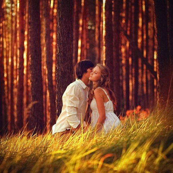 """""""Les autres mettent des semaines et des mois pour arriver à aimer, et à aimer peu, et il leur faut des entretiens et des goûts communs et des cristallisations. Moi, ce fut le temps d'un battement de paupières."""""""