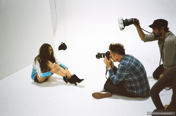 • Quatre nouvelle photo pour le magazine Nylon. Décidément chaque photo est plus belle que la précédente.