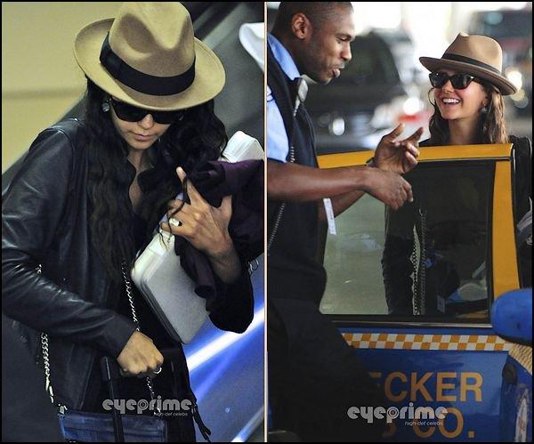 24 Février 2012 ♣ Nina était à l'aéroport LAX, en compagnie de Ian.