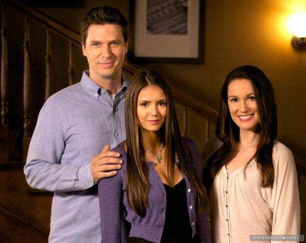 • Voici le tout premier stills de l'épisode 3x22, nous avons pour la première fois l'occasion de découvrir les parents adoptif de Elena.