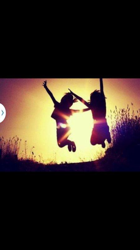 «Un vrai ami est la personnequi voit la tristesse dans tes yeuxlorsque les autres croient ausourire sur ton visage»