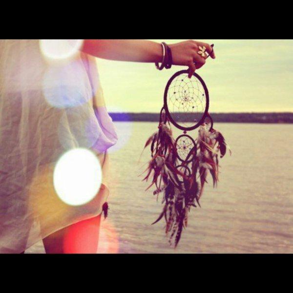 «Le temps est comme une rivière; tu ne peux pas toucher la même eau deux fois, car le flux qui a passé ne passera jamais à nouveau»