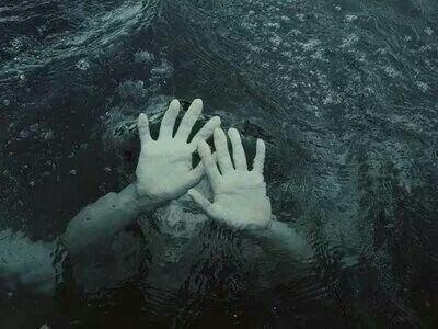 ☆ Une image pour illustrer ma vraie peine serait de dire que même mon sang saigne.☆