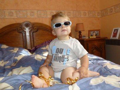 petit champignon qui ''roules des mécaniques''  c'est ECRIS  sur mon tee shirt !!! OUI JE SAIS JE SUIS TOUT BEAU   avec ses news lunettes