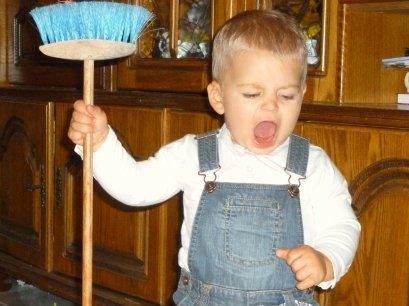 BON MOI LUDWIG J'AI 16mois depuis hier !! j'adores faire le grand ménage !ne peux pas deranger