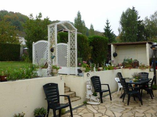 BONJOUR !ma terrasse sous la pluie et ''encore une journée '''avec ELLE!mme  LA PLUIE