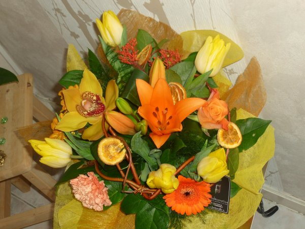 MON  1er bouquet de fleurs d' art floral !! tout  magnifique!!