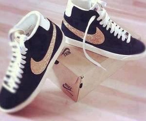 Nike .. Trop Swag