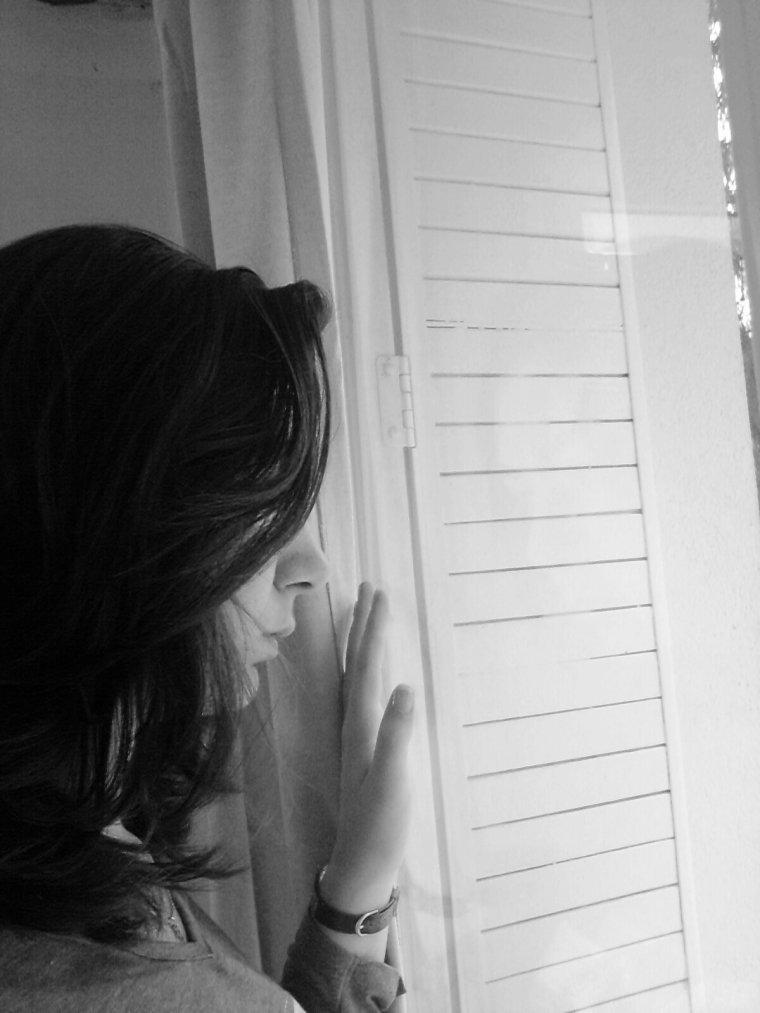 Une partie de moi aimerait pouvoir t'oublier, oublier de t'avoir rencontré, que j'ai découvert ce que tu étais, et tout ce qu'il s'est passé depuis. Oui, c'est ce que je veux, parce que, je ne veux pas que ça soit comme ça. Je ne veux pas avoir ces sentiments envers toi. Mais je ne peux pas, avec tout la volonté depuis des semaines je n'y arrive pas, je ne peux pas perdre ce que je ressent pour toi et c'est bien la le problème...