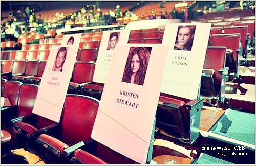 Voici la place qu'occupera Emma lors des MTV Movie Awards qui auront lieu ce soir même. On peut remarquer que Emma se trouve juste côté de Logan Lemran et juste derrière Kristen Stewart.