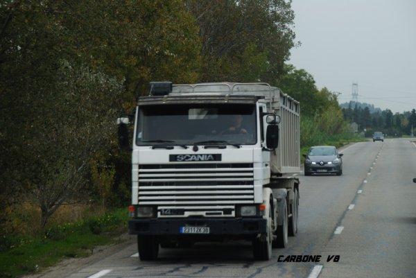 Scania 142.Sur les route de Beaucaire. Le 25/10/2016.
