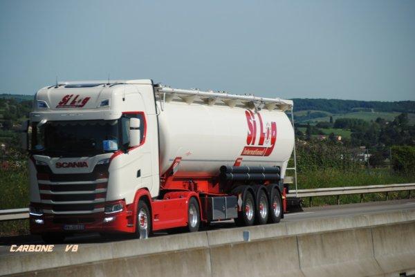 Spédition SILOG sur l'autoroute A7. Mai 2017.