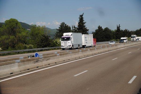Nouvelle vie pour ce Scania 143 chez les Forains.