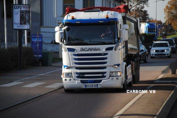 Transporteur du Roannais avec un R580.