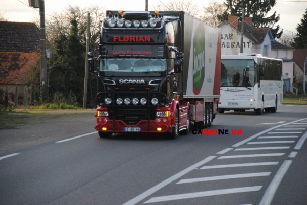 Florian et son R580 sur les routes de l'Allier.