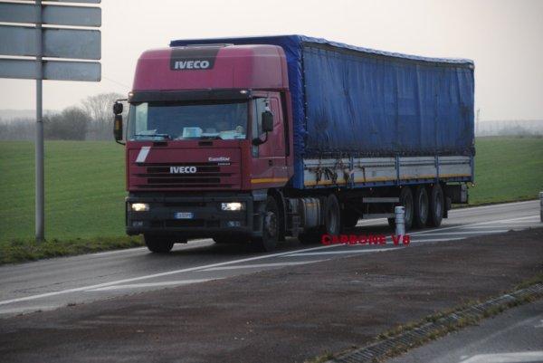 Un Iveco Eurostar d'un transporteur Italien que je croise régulièrement.
