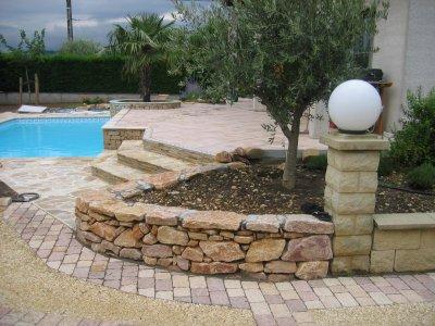 piscine avec muret en pierre s che blog de concept piscine paysage. Black Bedroom Furniture Sets. Home Design Ideas