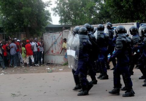 """2 JOURNALISTES """"ROUES DES COUPS"""" PAR DES POLICIERS"""