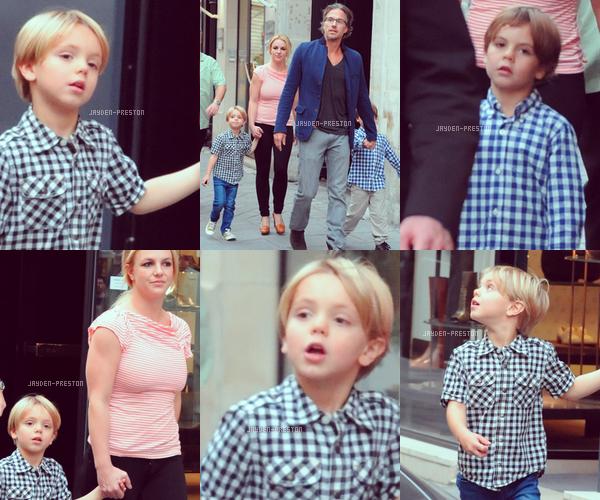 04.10.2011 ~ Britney, Jason et les garçons à Paris