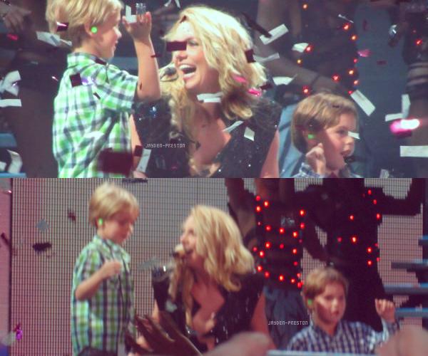 01.10.2011 ~ Britney et ses garçons sur scène à Zagreb, Croatie