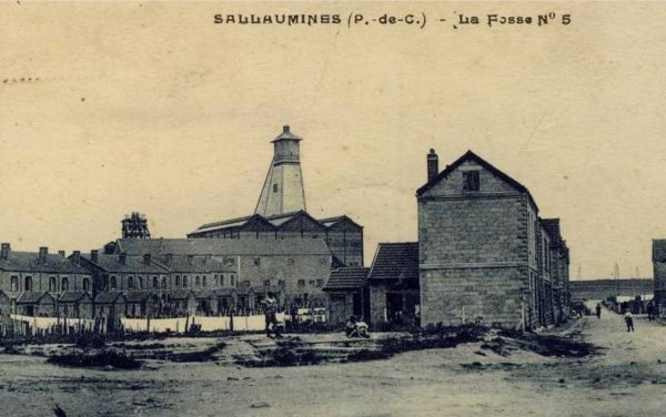 une ançienne photo de fosse n°5 et 12 sallaumines des mines de courrières