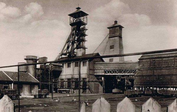 une ançiènne photo de fosse n° 6 est 14 de fouquières lez lens des mines de courièrres des début années 1950