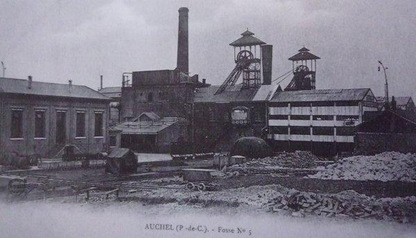une ançiènne photo de fosse n°5/5bis d'auchel des mines de marles vers 1910